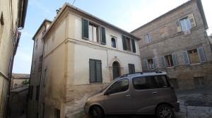 vendesi casa singola potenza picena centro storico immobiliare parigi 11