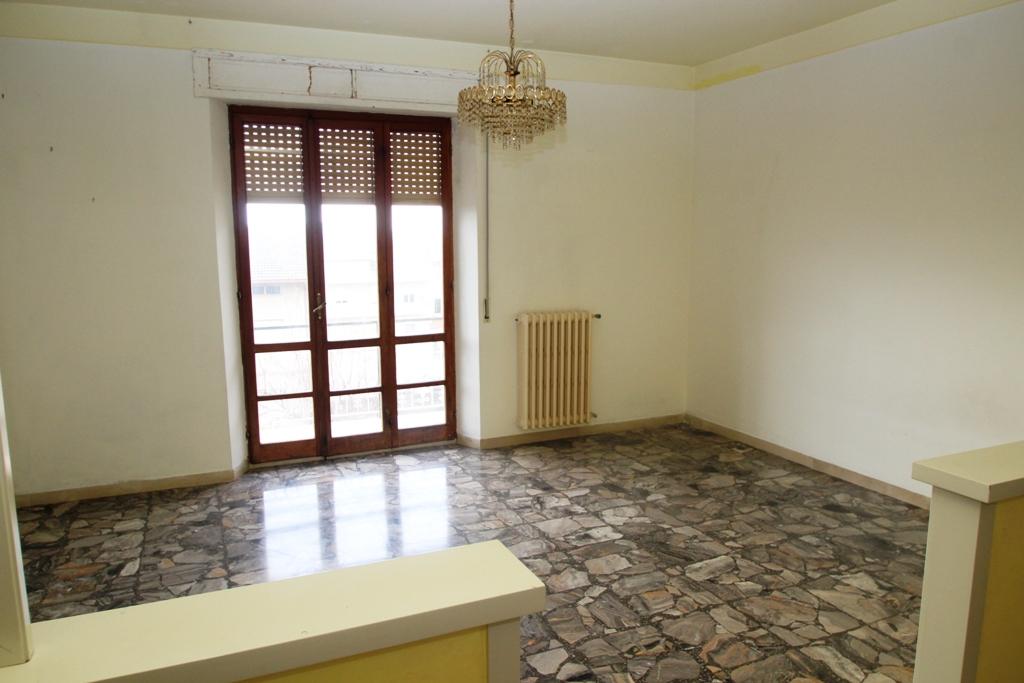 Grande appartamento piccolo prezzo agenzia immobiliare for Garage con soffitta