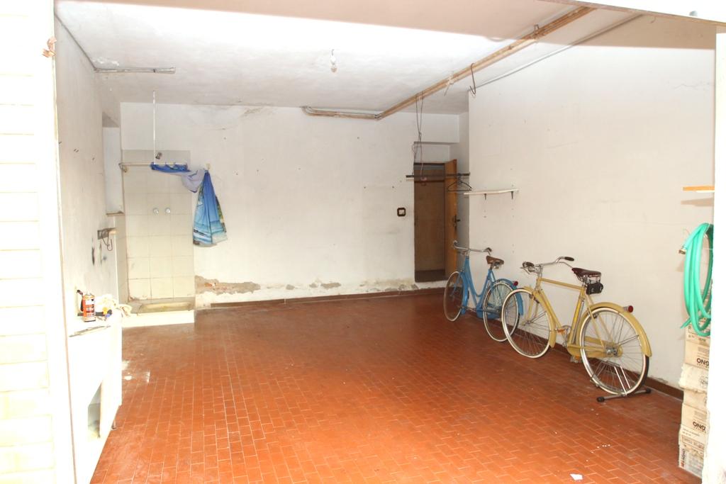 Grande appartamento piccolo prezzo agenzia immobiliare for Piani di garage con deposito soffitta