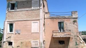 casale marchigiano con corte e vista mare contrada castelletta potenza picena agenzia immobilliare parigi 03
