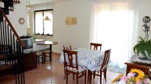 appartamento trilocale in vendita con mansarda, terrazzo e garage potenza picena agenzia immobiliare parigi di cruciani stefano 01