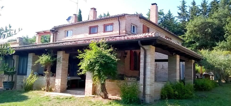 casale con giardino in vendita fra Civitanova Marche e Porto Potenza agenzia immobiliare Parigi di Cruciani Stefano compravendite e locazioni 16