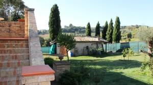 casale con giardino in vendita fra Civitanova Marche e Porto Potenza agenzia immobiliare Parigi di Cruciani Stefano compravendite e locazioni 22