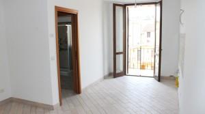 appartamento bilocale in vendita con balcone terrazzo cantina e posto auto a porto potenza picena zona centrale agenzia immobiliare parigi di cruciani stefano 01