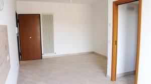 appartamento bilocale in vendita con balcone terrazzo cantina e posto auto a porto potenza picena zona centrale agenzia immobiliare parigi di cruciani stefano 04