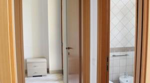 appartamento bilocale in vendita con balcone terrazzo cantina e posto auto a porto potenza picena zona centrale agenzia immobiliare parigi di cruciani stefano 05