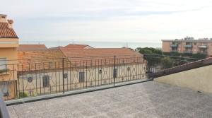 appartamento bilocale in vendita con balcone terrazzo cantina e posto auto a porto potenza picena zona centrale agenzia immobiliare parigi di cruciani stefano 16 b