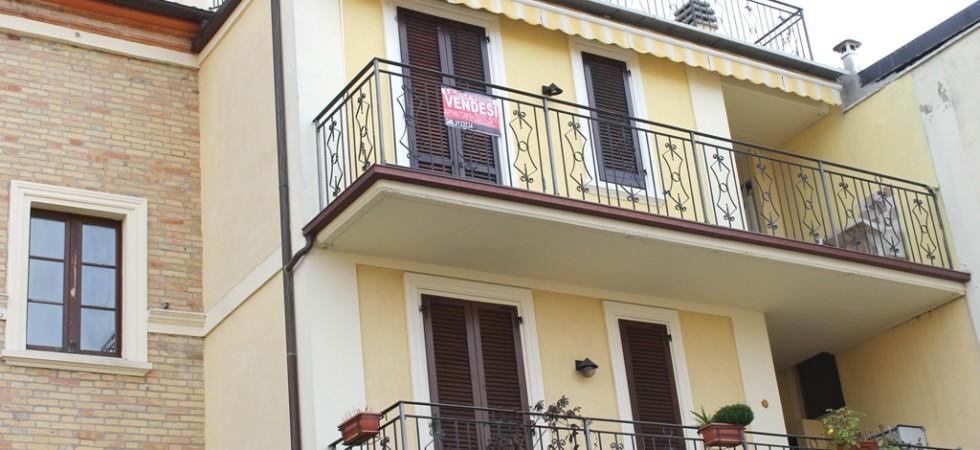 appartamento bilocale in vendita con balcone terrazzo cantina e posto auto a porto potenza picena zona centrale agenzia immobiliare parigi di cruciani stefano 19