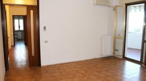 appartamento trilocale con terrazzo e garage in vendita porto potenza picena sud agenzia immobiliare parigi di cruciani stefano 01