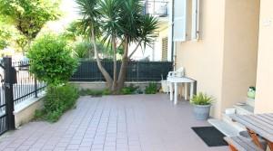 Appartamento piano terra con ingresso indipendente, corte, garage e cantina Porto Potenza Picena centro immobiliare parigi di cruciani stefano 04