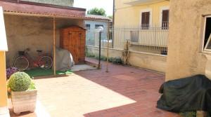 Appartamento piano terra con ingresso indipendente, corte, garage e cantina Porto Potenza Picena centro immobiliare parigi di cruciani stefano 21