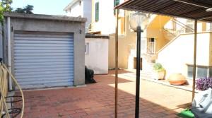 Appartamento piano terra con ingresso indipendente, corte, garage e cantina Porto Potenza Picena centro immobiliare parigi di cruciani stefano 23