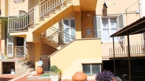 Appartamento piano terra con ingresso indipendente, corte, garage e cantina Porto Potenza Picena centro immobiliare parigi di cruciani stefano 24