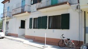 appartamento in vendita al piano terra con corte esclusiva ed ingrsso indipendente potenza picena casette torresi agenzia immobiliare parigi di cruciani stefano 01