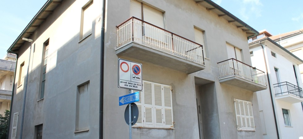 In vendita casa singola, soluzione indipendente con giardino e garage porto potenza picena centro agenzia immobiliare parigi di cruciani stefano 01