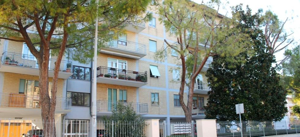 Agenzia immobiliare parigi di cruciani stefano vende appartamento con garage e soffitta porto potenza picena 01 facciata