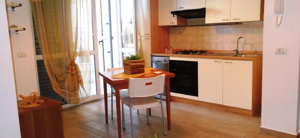 appartamento piano terra con giardino e garage agenzia immobiliare parigi di cruciani stefano compravendite e locazioni 02
